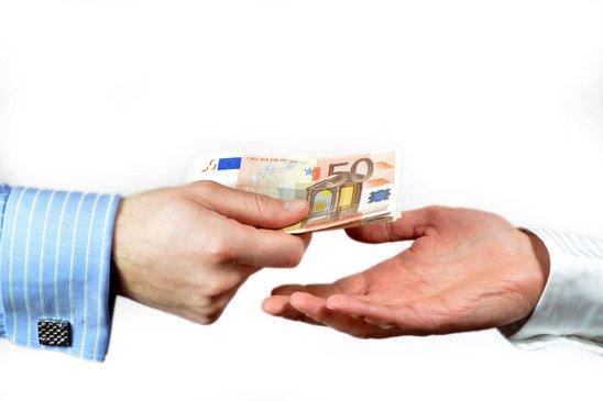 банк выдать три кредита пенсионеру